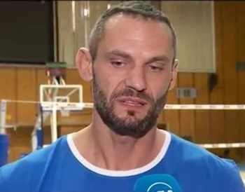 Фен на ЦСКА хвърли бутилка по волейболист на