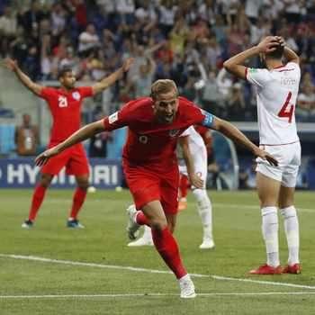 Англия се прекланя пред новия принц Хари