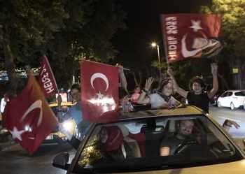 Ердоган победи и затяга хватката в Турция