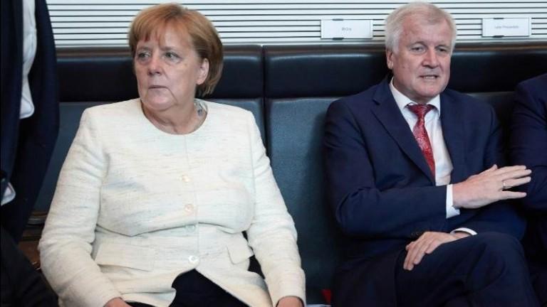 Снимка: EPA/БГНЕСВътрешният министър на Германия Хорст Зеехофер разкритикува остро канцлера