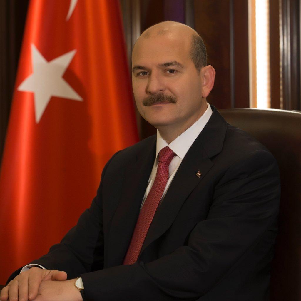 Турският вътрешен министър Сюлейман Сойлу нареди на полицаите да чупят