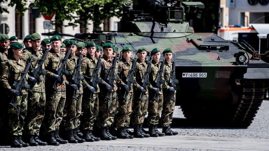 Снимка: ЕПА/БГНЕСБундесверът предупреди всички войници, задействани в охраната на срещата