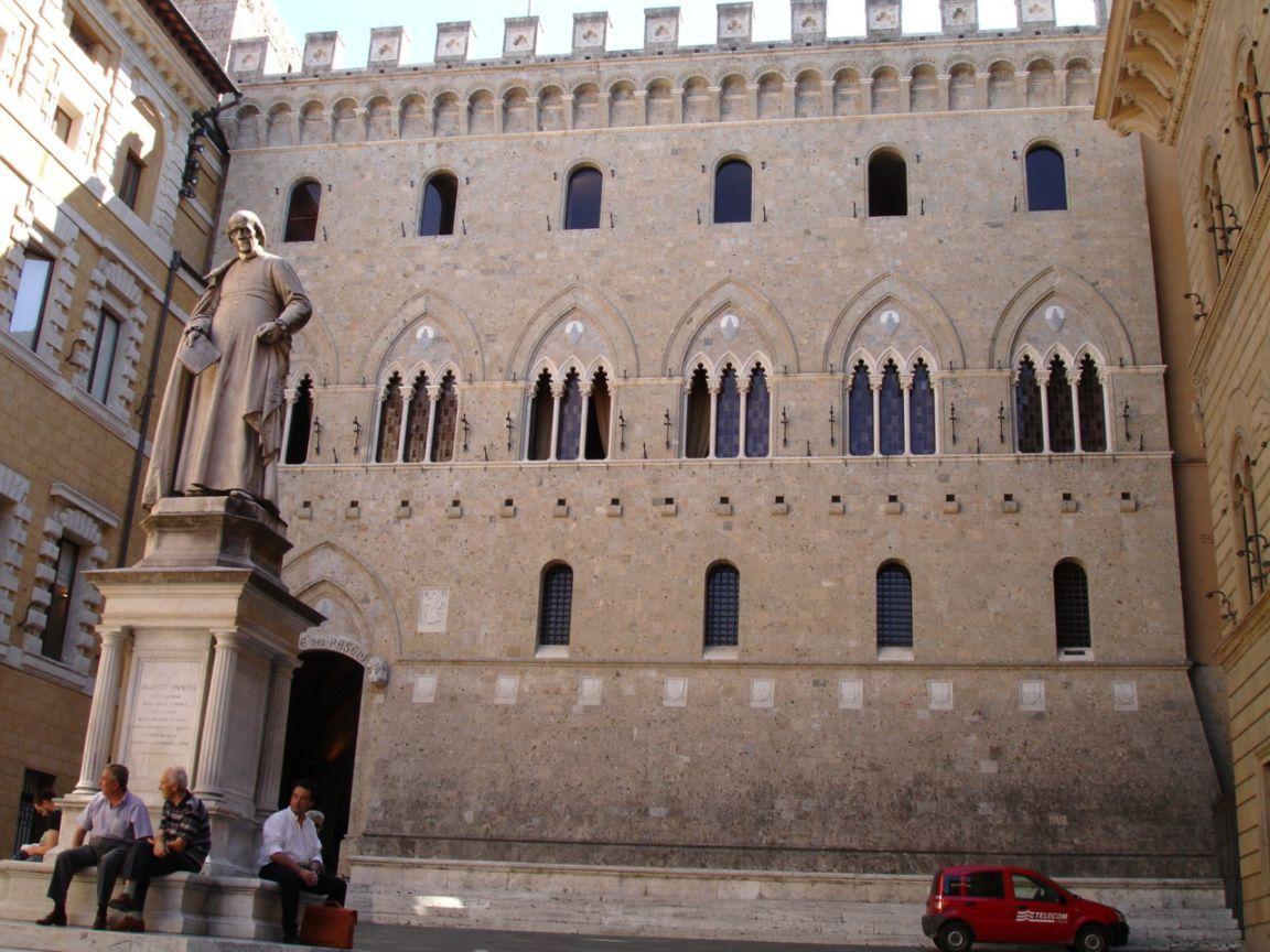 Снимка: Би Би СиИталианското правителство пое официално контрола над Banca