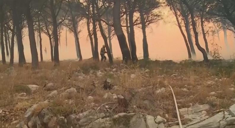 Адриатическото крайбрежие втори ден е в плен на унищожителни пожари