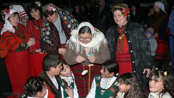 Днес Православната църква отбелязва Неделя на прошката или Сирни заговезни.