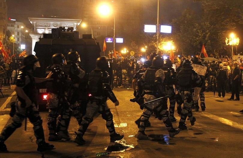 Части на македонската полиция за борба с масовите безредици използваха