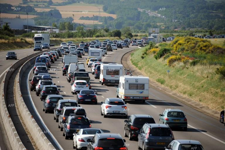 Две леки катастрофи - между два камиона и между три