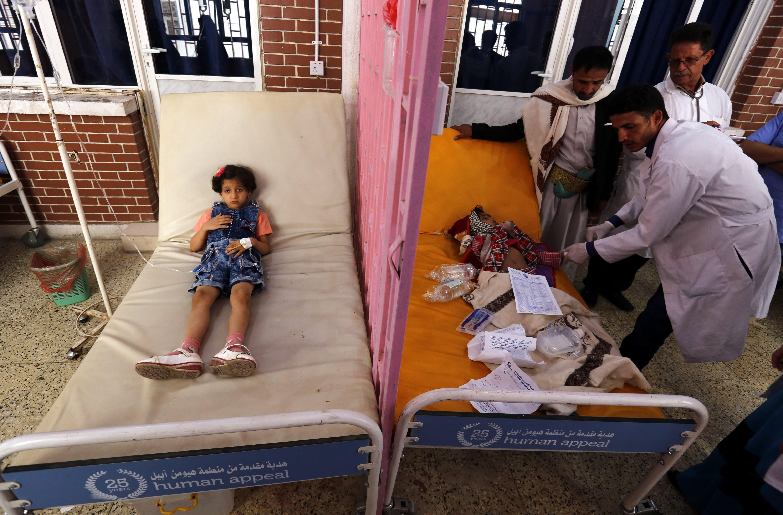 Снимка: ЕПА/БГНЕСБроят на заразените с холера хора в разкъсвания от