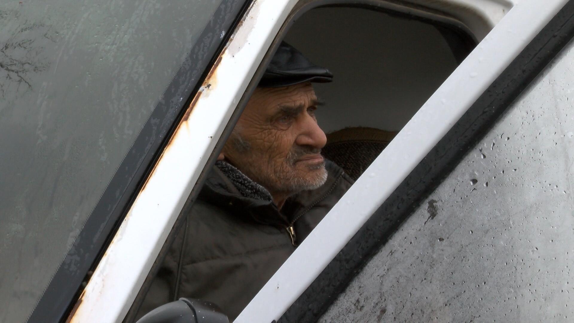 снимка: БГНЕС75-годишен мъж живее от месец в изоставен бус в