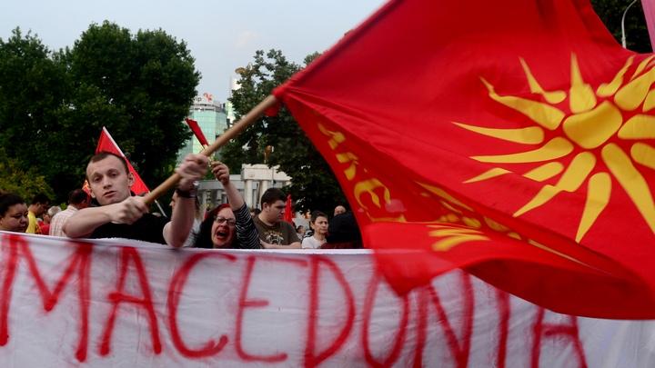 Снимка: ЕПА/БГНЕСХиляди хора протестираха снощи пред парламента в Скопие срещу