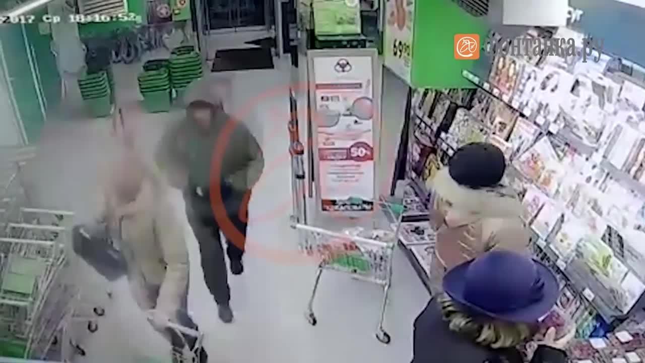 Камери за видеонаблюдение показват мъжа, заподозрян за взрива в супермаркет